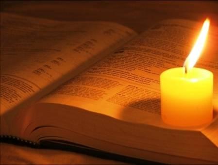 Resultado de imagem para Biblia e vela