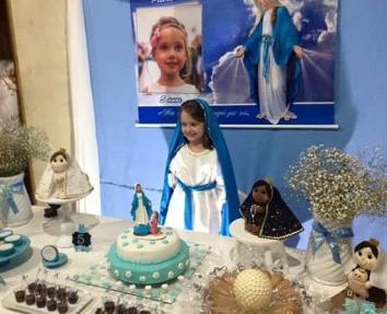 Menina comove as redes com festa de aniversário inspirada na Virgem 14.05.16