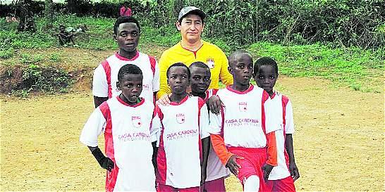 Missionário se torna treinador de futebol para alegrar crianças africanas I 26.05.16