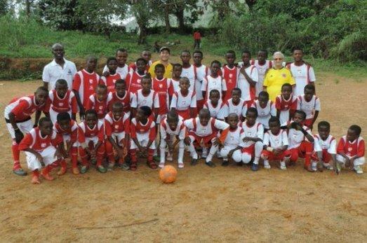 Missionário se torna treinador de futebol para alegrar crianças africanas II 26.05.16