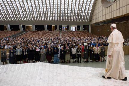 o Papa não disse ter intenção de introduzir uma ordenação diaconal das mulheres 14.05.16