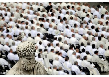 Papa a diáconos_ encontrar e acariciar a carne do Senhor nos pobres de hoje 30.05.16