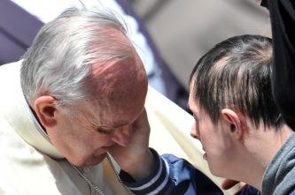 Jovens com síndrome de Down serão coroinhas do Papa neste domingo 11.06.16