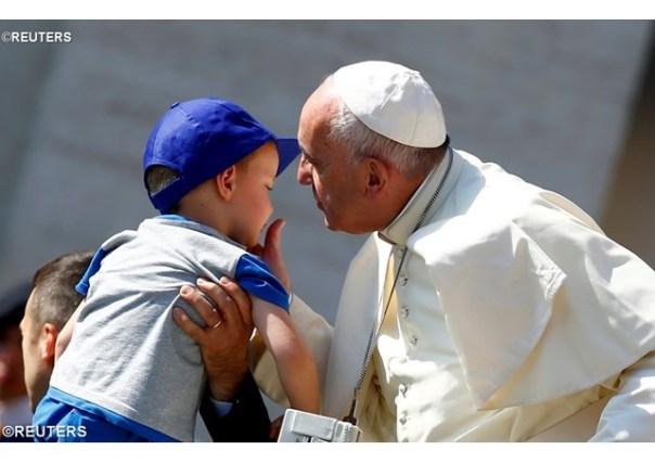 Na audiência, o Papa explica o primeiro milagre de Jesus 08.06.16