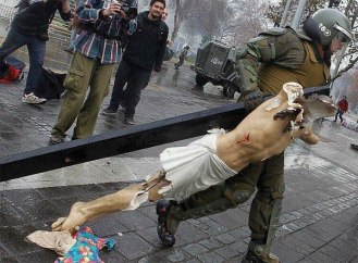 Vândalos invadem igreja, roubam e destroem crucifixo no Chile 11.06.16