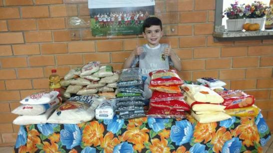 Festa de 9 anos sem presentes _menino pede alimentos para ser doados 09.07.16