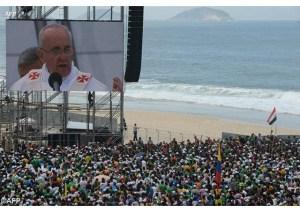 Papa durante a JMJ do Rio em 2013 - AFP