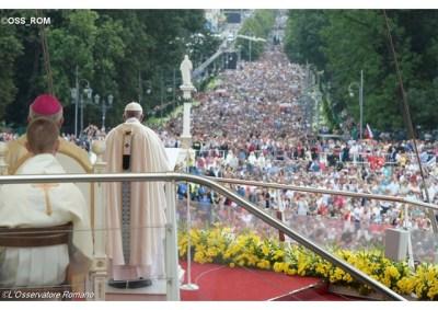 Missa celebrada no Parque do Santuário de Jasna Gora - OSS_ROM