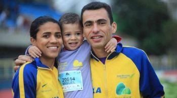 Juliana e Marílson dos Santos com o filho Miguel. Foto: Facebook Juliana dos Santos