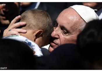 Papa visitou campo de refugiados em Lesbos, na Grécia, em abril de 2016 - AFP