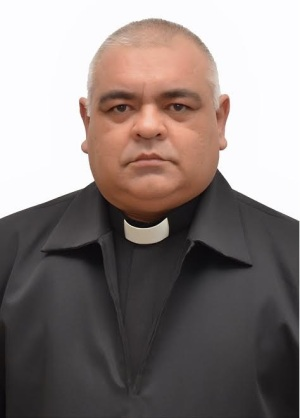 Monsenhor José Roberto Silva Carvalho atualmente é pároco em Poções (BA)