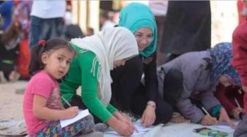 Crianças cristãs e muçulmanas fazendo desenhos pela paz em Alepo / Foto: Ajuda à Igreja que Sofre