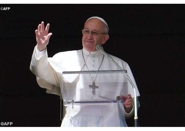 Discurso do Pontífice fez os fiéis refletirem sobre como cuidar da Bíblia - AFP