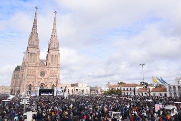 Argentinos clamam pela vida e renovam consagração à Virgem de Luján 10.07.18 A